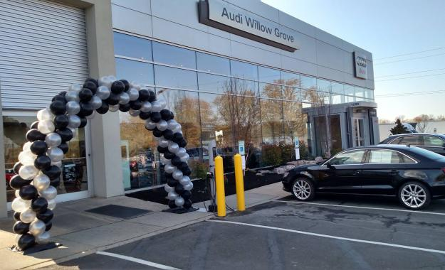 Black and Silver Balloon Arch